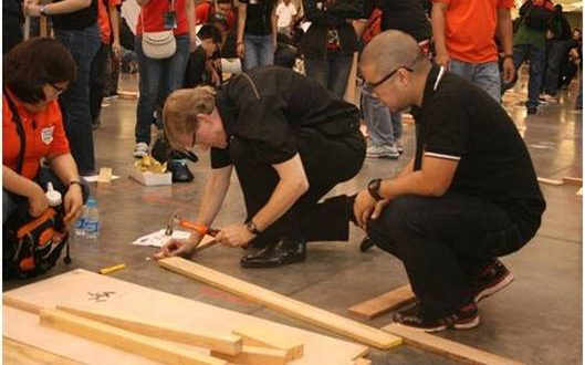 World's Largest Carpentry Lesson