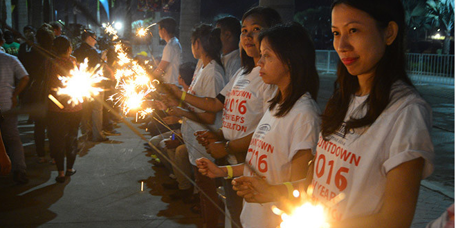 World's Longest Line Of Sparklers Lit In Relay